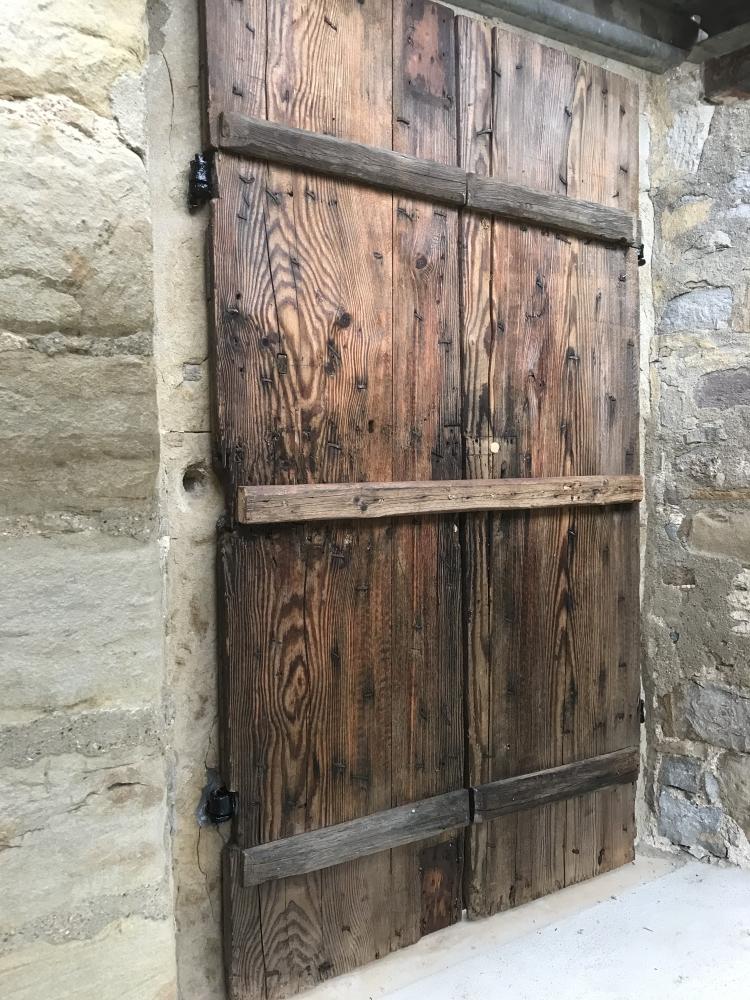 Die restaurierte Obere Eingangstür - Innenansicht