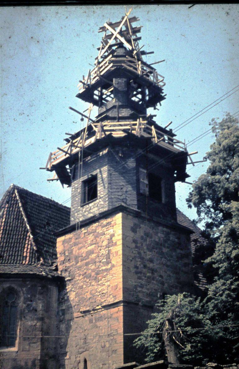 1967 Reparatur und Neuschieferung des Turmes